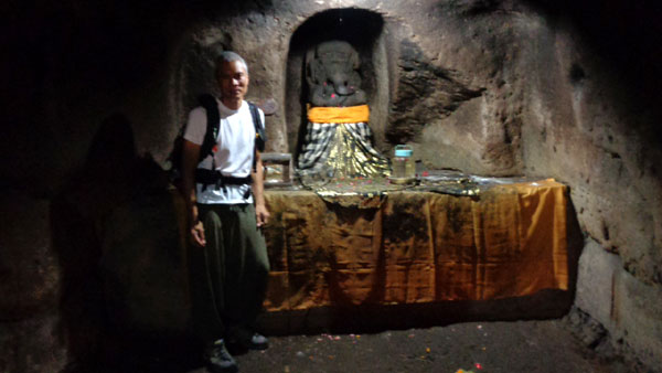 Visiting the Elephant Cave (Goa Gajah)