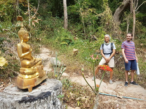 Hiking to Wat Pha Lat along the Monk's Trail